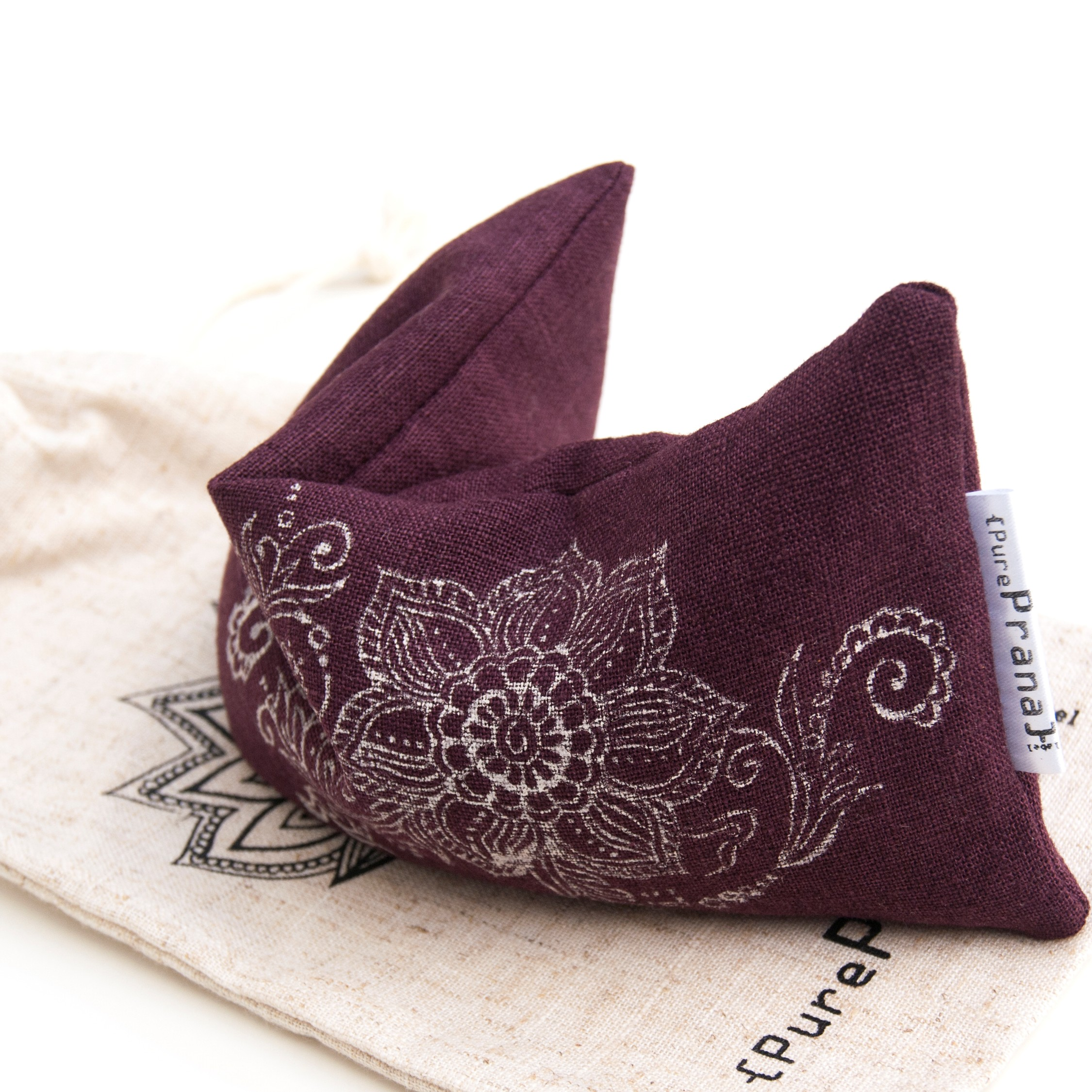 Flexible and relaxing the eyes, this lavender eye pillow is your partner in meditation