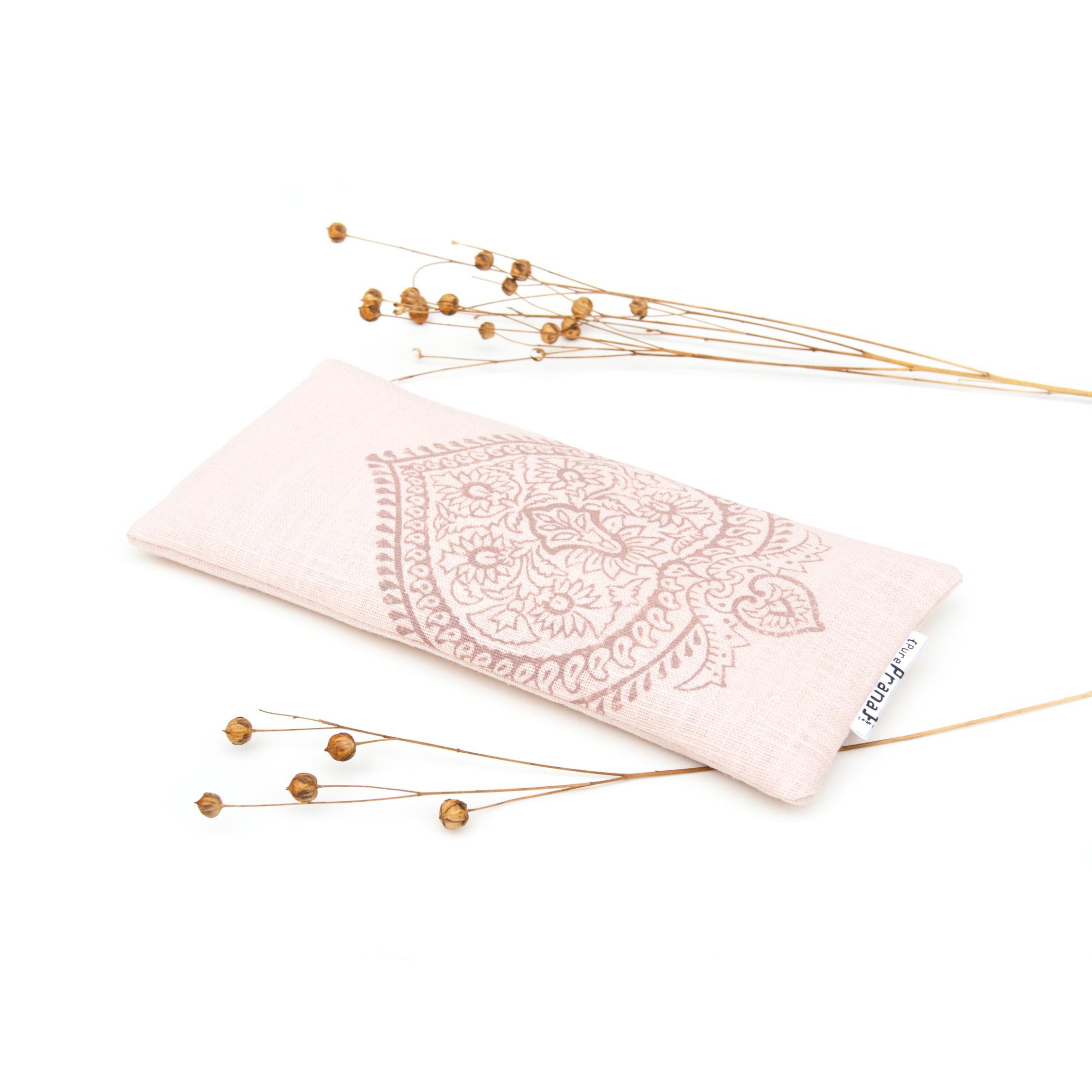 Lavendel oogkussen in licht roze linnen, gevuld met kristallen