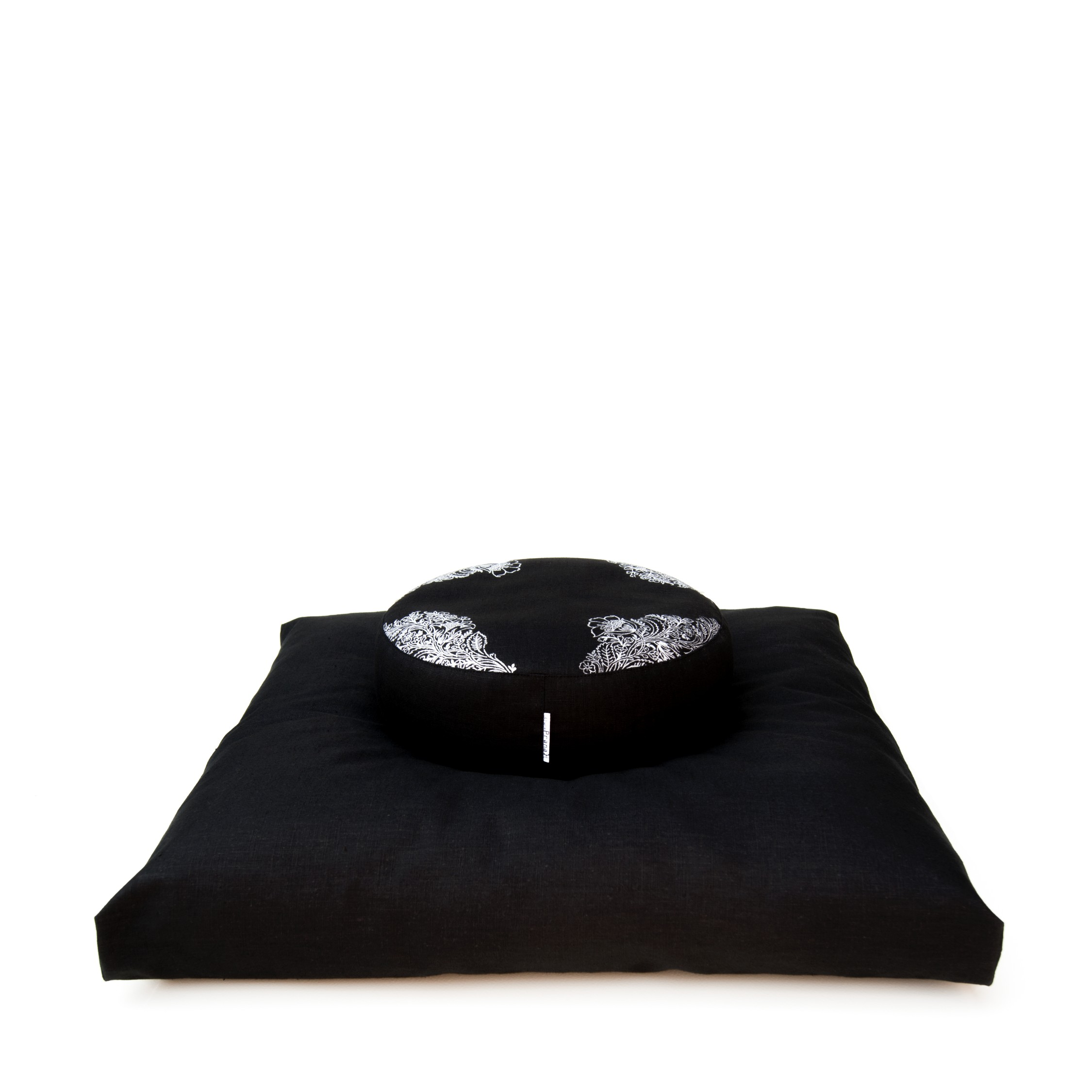 Meditation set in black non toxic flax linen, filled with anti allergic materials.